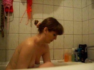 Russisch amateur huisvrouw showering op camera