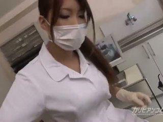 Грудаста лікар краля ебать з її удачливий пацієнт