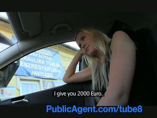 Publicagent lang haired sexy blondine in geneukt outdoors door een stranger