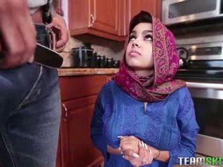 Prsnaté arab násťročné gets a príťažlivé semeno filling