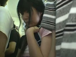 Minihame koulutyttö haparoi sisään juna