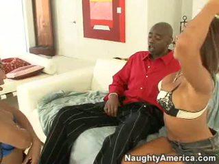 Concupiscent swarthy perempuan cabul rane revere dan dia seksi teman mengisap sebuah besar hitam kontol tongkat