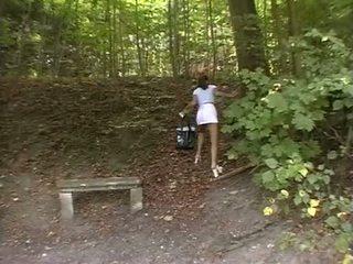 Nena forzado en la park