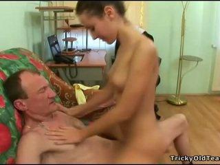 Vieux tuteur gets bite loving action