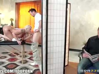 Brazzers - leya falcon gets מזוין על ידי שלה masseuse