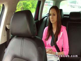 Rondborstig europees tiener banged in fake taxi