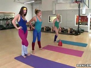 Seksowne babes zestaw a lesbijskie threeway w the siłownia