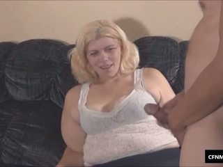 Ošklivý buclatý femdom voyér