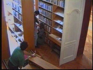 Russisch meisje in bibliotheek 1