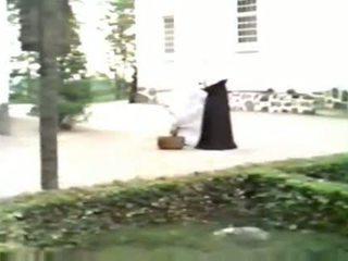 Vies nuns sharing piemel openlucht