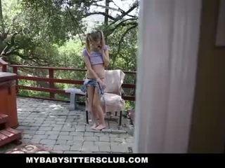 Mybabysittersclub - smulkutė kūdikis sitter prigautas masturbacija