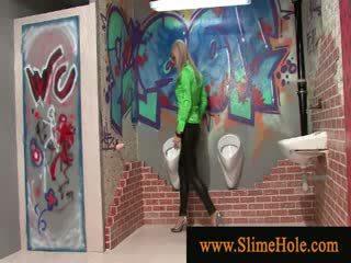 Blondy loving slimy goo van speelbal lul bij de gloryhole