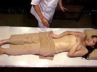 Koledžas mergaitė reluctant orgazmas iki masseur