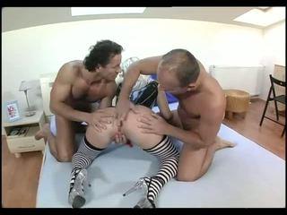 Whorish blondīne uz melnas korsete un puse hose takes par two dicks