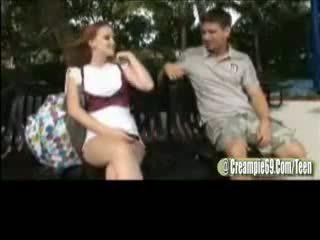 赤毛 ティーン ふしだらな女 gets 妊娠した