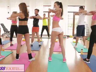Fitnessrooms barbara bieber has ein sexuell trainingseinheit nach fitnesscenter klasse <span class=duration>- 14 min</span>