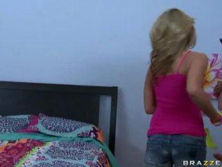 Um gaja obter fodido em dela casa porno vídeo