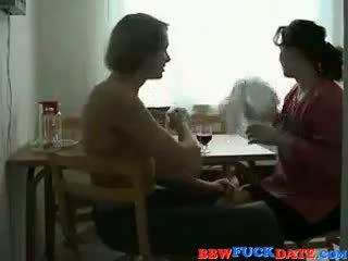 Rusinje debelušne žena in mlada fant 2