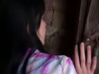 Innocent modell gets hård banging i gammal cellar