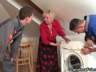 Oud widow services two repairmen