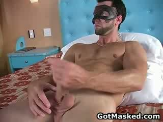 Hunky gay dude stripping e masturbare 11 da gotmasked