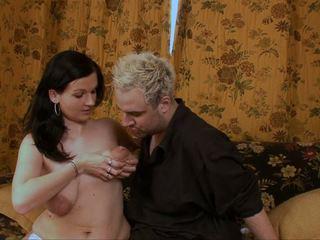 Titsucking lacteren boezem reusachtig areolas leaking mama