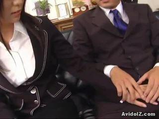 Seksi setiausaha satomi maeno touches an hodoh zakar/batang!