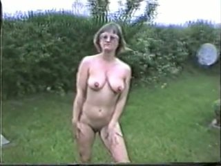 Yvonne Naked In The Garden