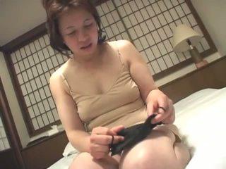 brunetta, giapponese, masturbarsi