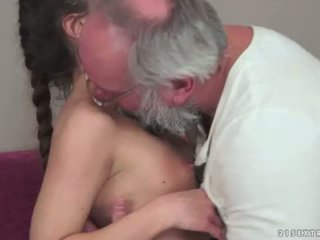 Teenie anita bellini gets zajebal s a dedek