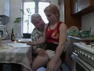Sb3 elle knows quoi à attendre quand grand-père gives son une