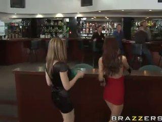 Karlie montana un parīze kennedy gets uzbudinātas uz the klubs video