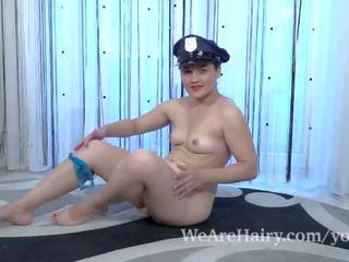 Sanita wears haar politie uniform en masturbates