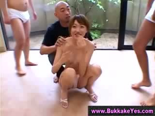 Sperma drenched aziāti bukkake palaistuve