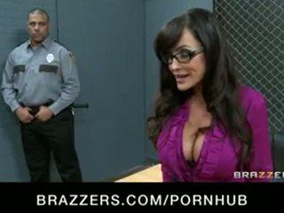 Besar dada milf lisa ann adalah double-penetrated di gambar/video porno vulgar gang-bang
