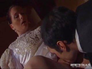 Mia moglie la prima notte di matrimonio mi deve dare il culo