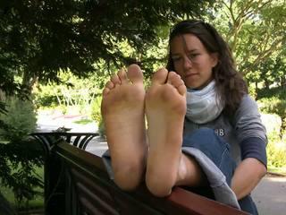 Francúzske barefeet bokaté dievča