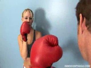 Knockout koos oma cockout lähedal poolt natalie norton