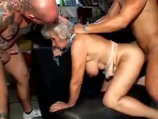 Garry norma: mugt ýaşy ýeten porno video a6
