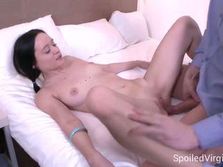 Spoiled virgins - doktor confirms det hun er en virgin