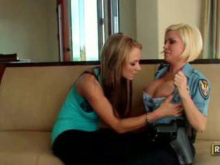 Girlfriends nikki e diamond gets real quente e concupiscent doin alguns ação indoor