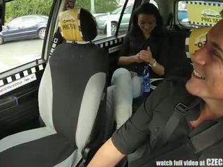 Czechtaxi multiple female orgasmo en la asiento trasero