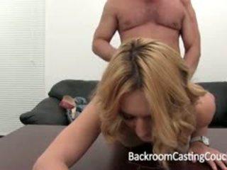 Tara auditions anally إلى خلف الكواليس صب أريكة
