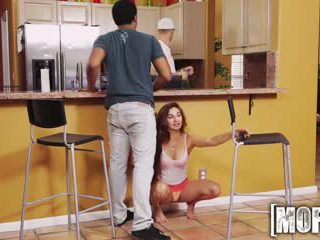 Mofos - vies tiener cheats op haar bf