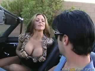 Milf blowjob im ein muscle auto!