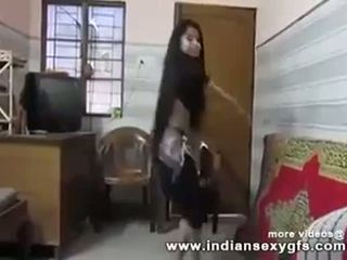 Desi hot indisk college jente shaking pupper dance i desi bollywood song - indiansexygfs.com