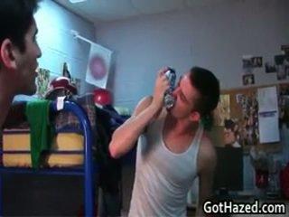 Svaigs taisnas koledža boys nokļūt gejs hazed 34 līdz gothazed