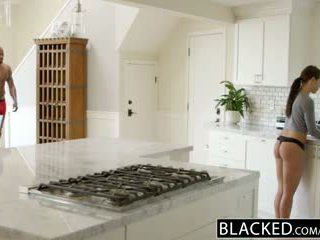 Blacked copine adriana chechick cheats avec une énorme noir bite