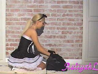 Aaliyah אהבה hawt עוזרת בית מוצצת a featthis guy duster