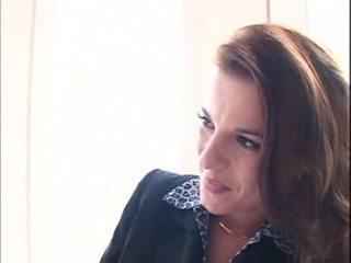 امرأة سمراء, بي بي سي, الرجيج